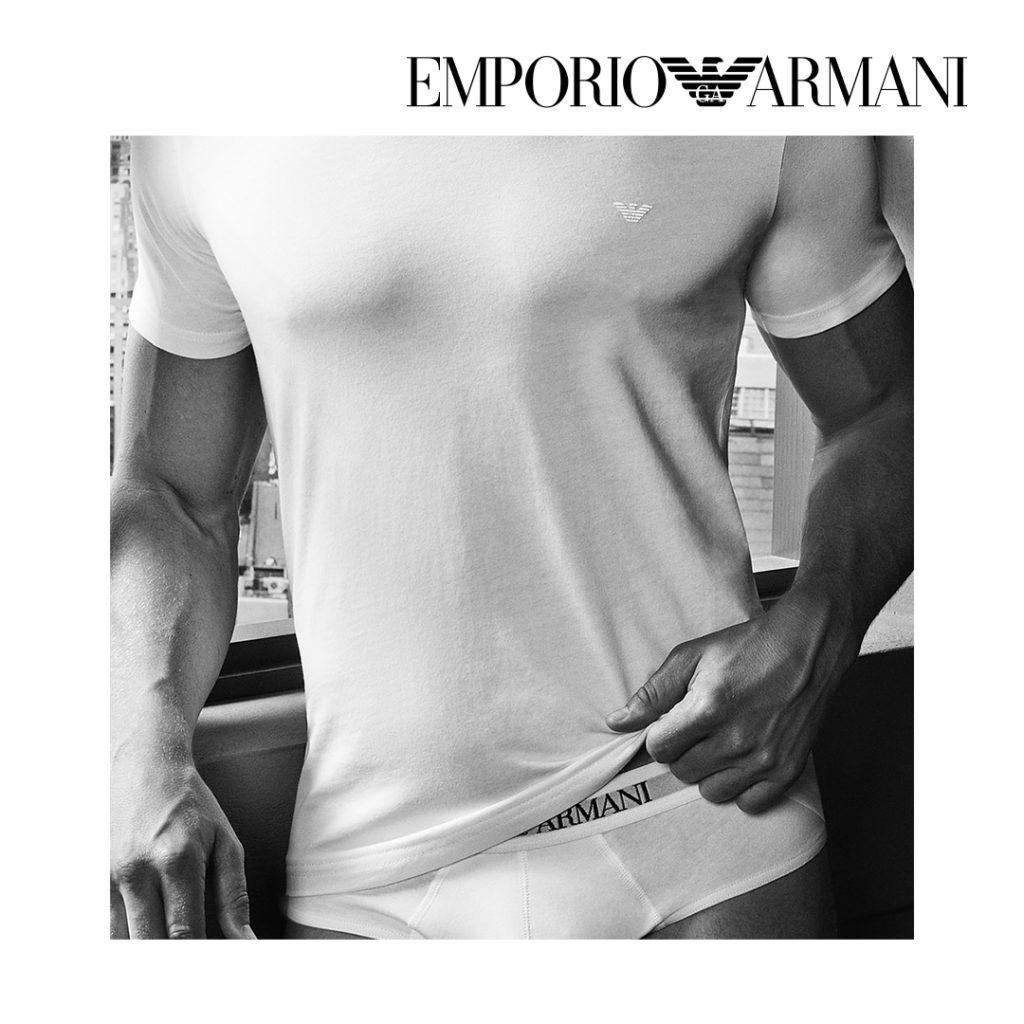 Pour une petite attention particulière à Noël, offrez des sous-vêtements hommes Emporio Armani. Disponibles dans les 30 magasins BLACKSTORE.